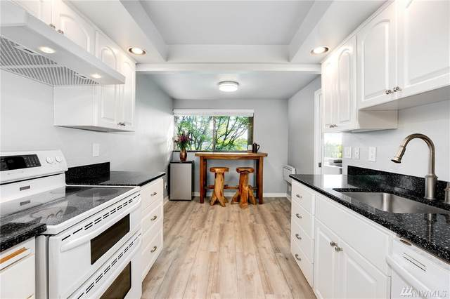 3710 25th Place W #104, Seattle, WA 98199 (#1607342) :: NW Homeseekers