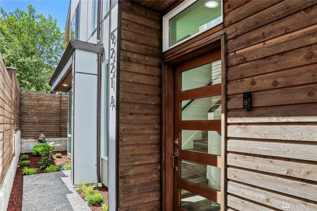 9221-A Linden Ave, Seattle, WA 98103 (#1619488) :: Northern Key Team