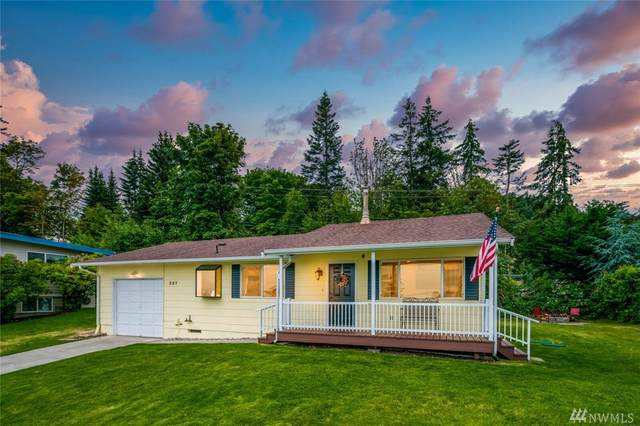 387 Baker Wy, Camano Island, WA 98282 (#1622062) :: Real Estate Solutions Group