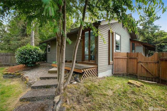 9521 Sand Point Wy NE, Seattle, WA 98115 (#1627665) :: The Kendra Todd Group at Keller Williams