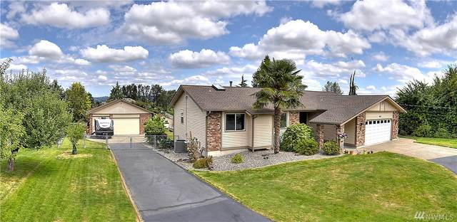 917 15th Ave SW, Puyallup, WA 98371 (#1628079) :: Mike & Sandi Nelson Real Estate