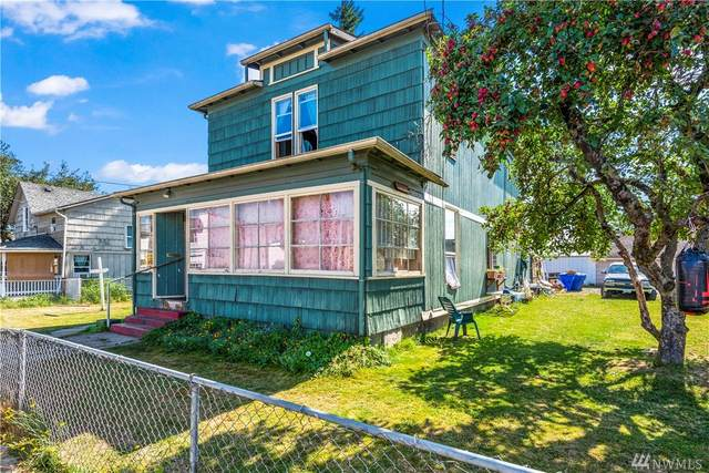 710 S Pacific Ave, Kelso, WA 98626 (#1637035) :: The Kendra Todd Group at Keller Williams