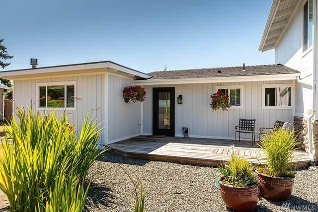 8316 Bayshore Drive, Clinton, WA 98236 (#1637871) :: Better Properties Lacey