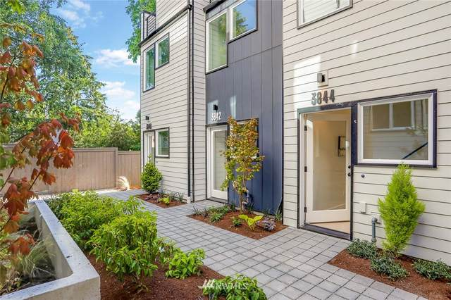 3842 Carr Place N, Seattle, WA 98103 (#1645154) :: Pickett Street Properties