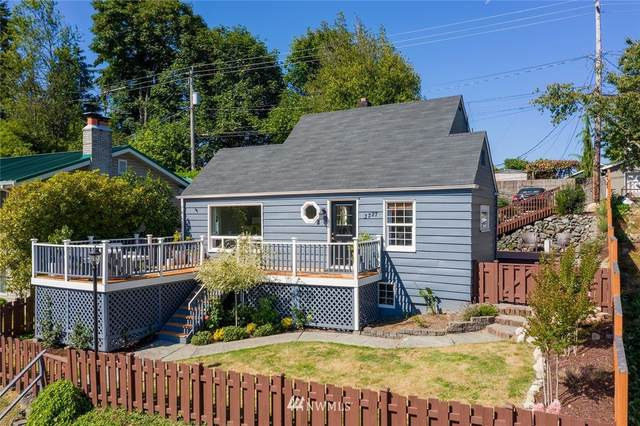 3227 48th Avenue SW, Seattle, WA 98116 (#1645315) :: The Original Penny Team