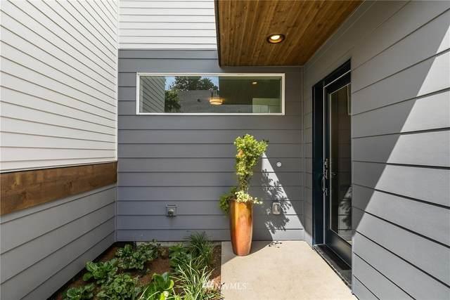 4816 S Holly Street B, Seattle, WA 98118 (#1653306) :: Ben Kinney Real Estate Team