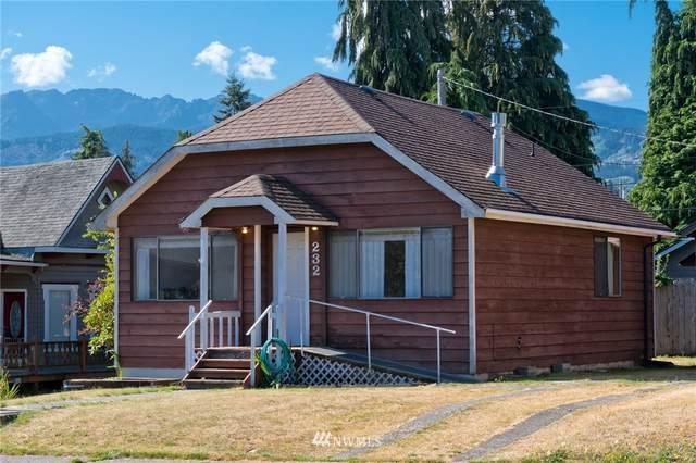 232 W 11th Street, Port Angeles, WA 98362 (#1654027) :: Hauer Home Team