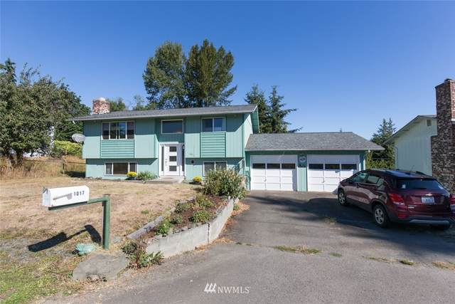 1017 Madrona Street, Port Angeles, WA 98363 (#1658459) :: Hauer Home Team