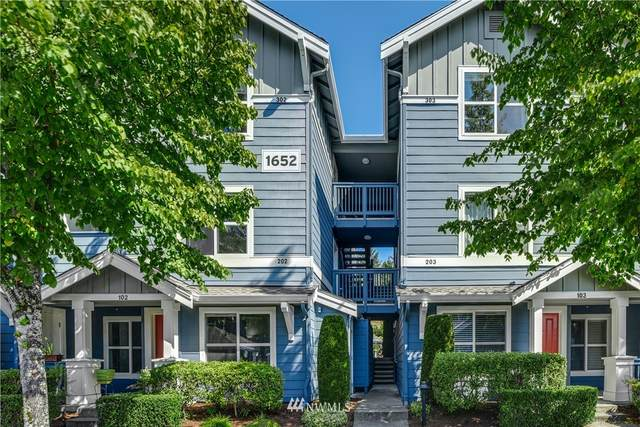 1652 25th Place NE #302, Issaquah, WA 98029 (#1660492) :: McAuley Homes