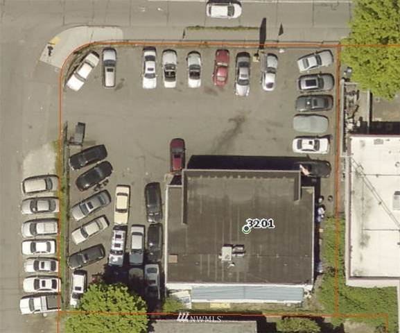 3201 NE 145th Street, Seattle, WA 98155 (#1664587) :: The Snow Group