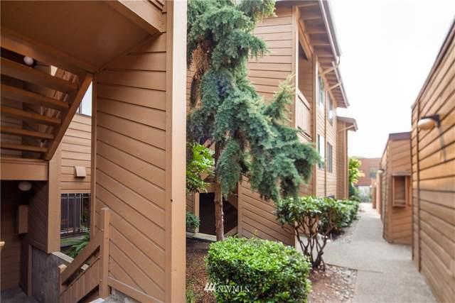 1819 N 107th Street #102, Seattle, WA 98133 (#1667240) :: Hauer Home Team