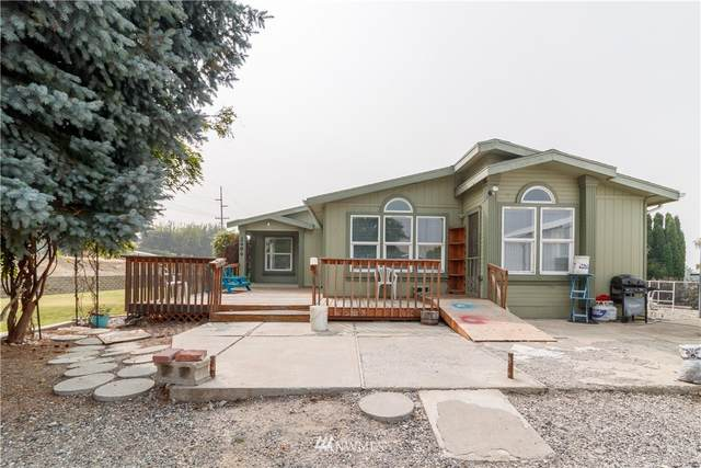 2494 5th Street NE, East Wenatchee, WA 98802 (#1667511) :: Costello Team