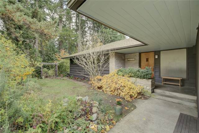 17128 25th Avenue NE, Lake Forest Park, WA 98155 (#1667708) :: Hauer Home Team