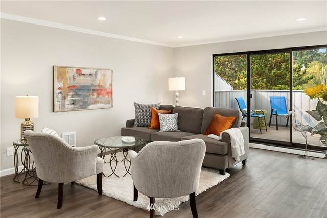 7930 SE 34th Street #401, Mercer Island, WA 98040 (#1672394) :: NW Home Experts