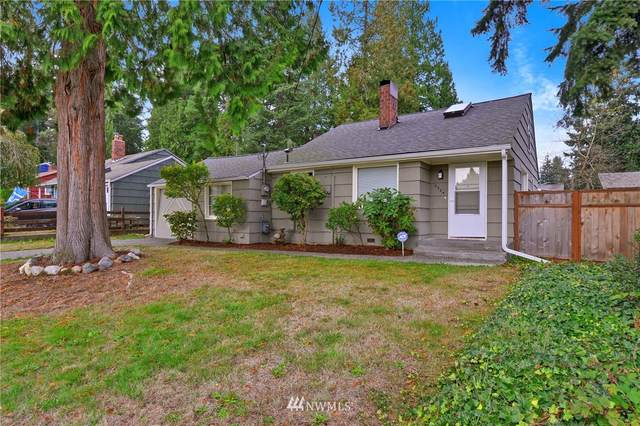 2524 NE 133rd Street, Seattle, WA 98125 (#1677652) :: The Robinett Group