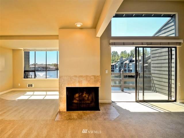 4 Lake Bellevue Drive #207, Bellevue, WA 98005 (#1679111) :: Keller Williams Realty