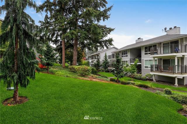15212 NE 8th Street F8, Bellevue, WA 98007 (#1680192) :: Ben Kinney Real Estate Team