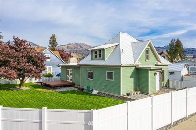 220 W Columbia Avenue, Chelan, WA 98816 (#1683856) :: NW Home Experts