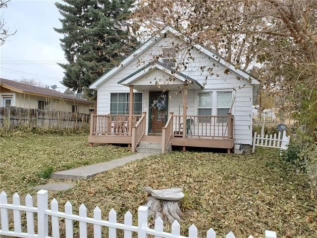 207 Bartlett Avenue E, Omak, WA 98841 (#1687561) :: Hauer Home Team
