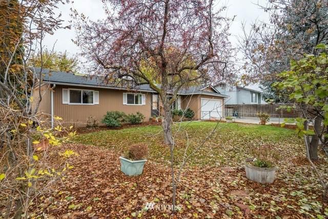 212 NW Broadmoor Street, East Wenatchee, WA 98802 (#1692646) :: Icon Real Estate Group