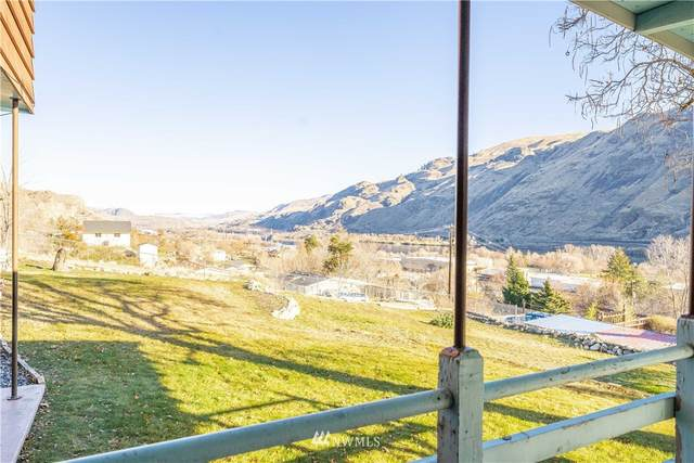 525 4th Street, Chelan Falls, WA 98817 (MLS #1711758) :: Community Real Estate Group