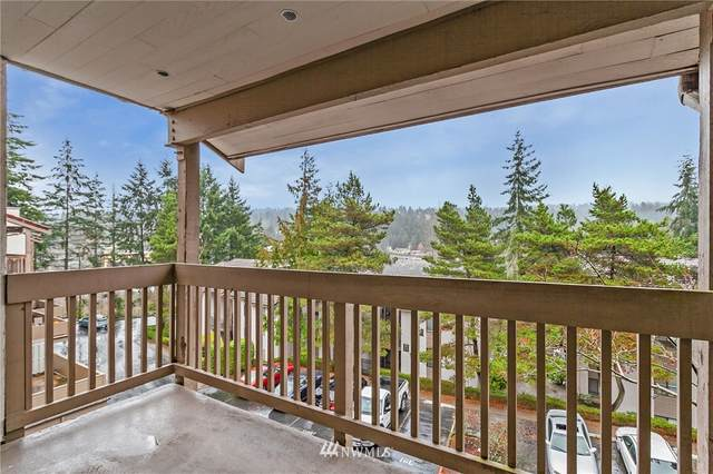 10418 NE 32nd Place C306, Bellevue, WA 98004 (#1713574) :: Urban Seattle Broker