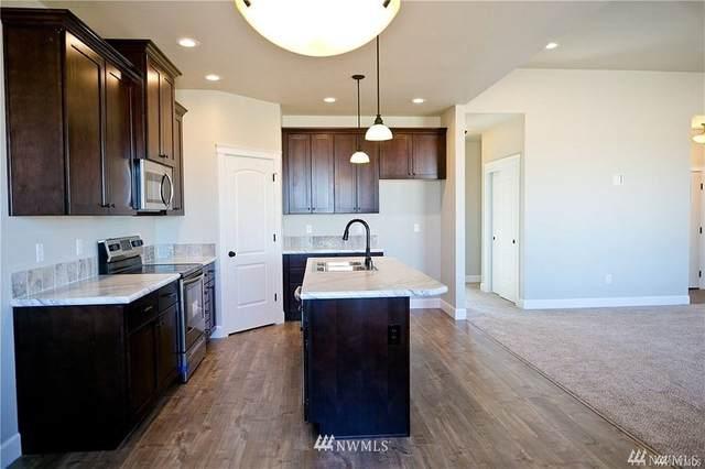 1215 E Mt Adams Street, Othello, WA 99344 (#1713966) :: McAuley Homes