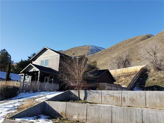 134 W Ives, Pateros, WA 98846 (#1717892) :: Shook Home Group