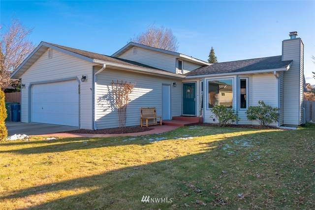 608 10th Street NE, East Wenatchee, WA 98802 (#1719867) :: Ben Kinney Real Estate Team