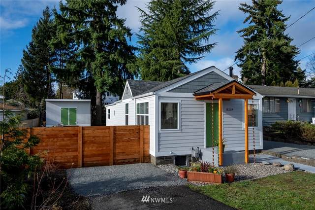 11229 12th Avenue SW, Seattle, WA 98146 (#1721174) :: The Robinett Group