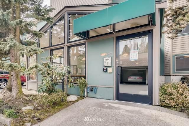 2222 NE 92nd Street #111, Seattle, WA 98115 (#1730442) :: Hauer Home Team