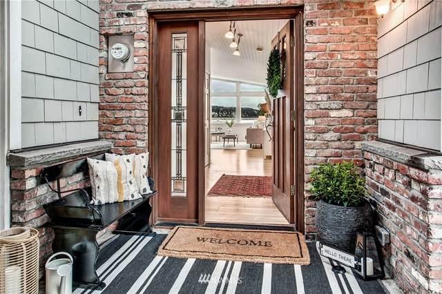 18028 57th Avenue NE, Kenmore, WA 98028 (#1730826) :: Shook Home Group
