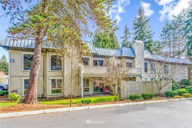 10221 NE 16 Street H6, Bellevue, WA 98004 (#1733132) :: The Royston Team