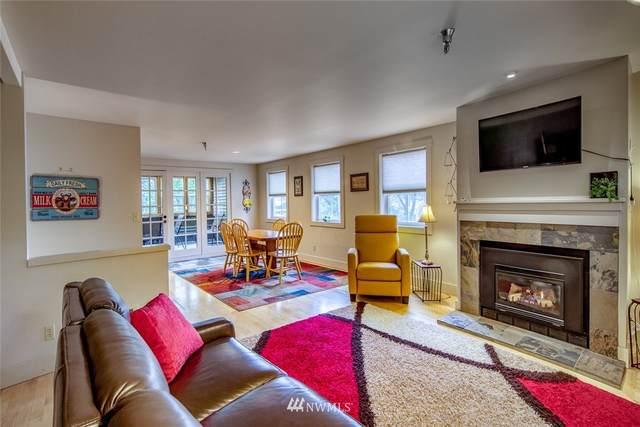 490 Madison Avenue N #201, Bainbridge Island, WA 98110 (#1736292) :: Priority One Realty Inc.