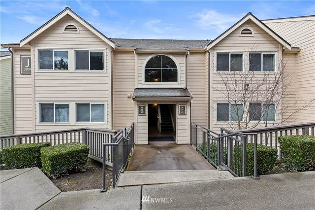 3809 131st Lane SE J4, Bellevue, WA 98006 (#1738403) :: Keller Williams Realty