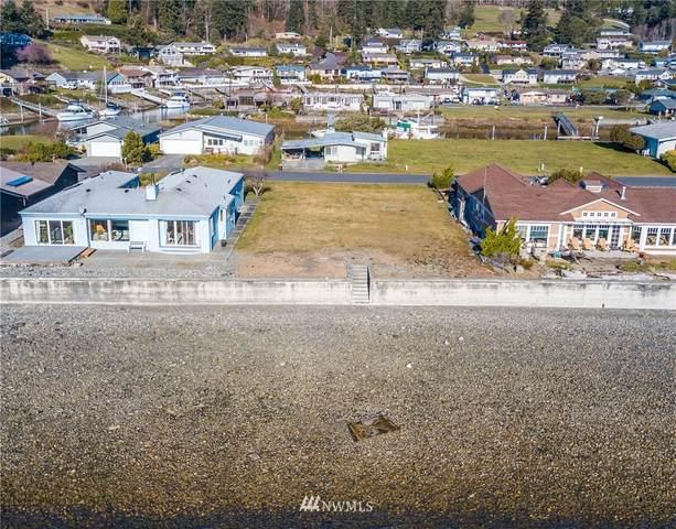 0 Mariner Beach Drive, Oak Harbor, WA 98277 (#1741324) :: Ben Kinney Real Estate Team