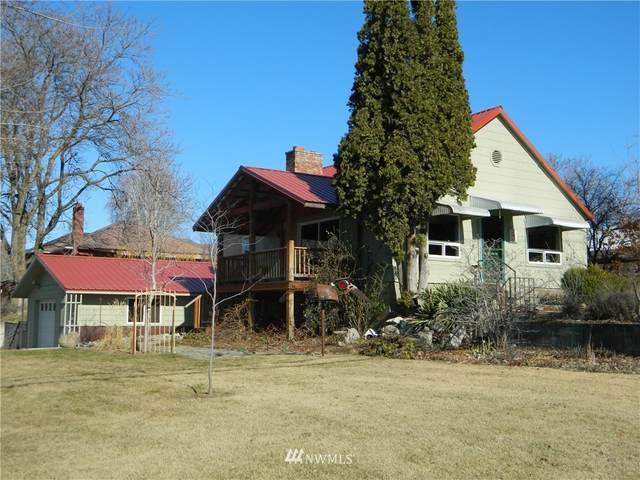 5 E Jonathon Street, Tonasket, WA 98855 (MLS #1741768) :: Brantley Christianson Real Estate