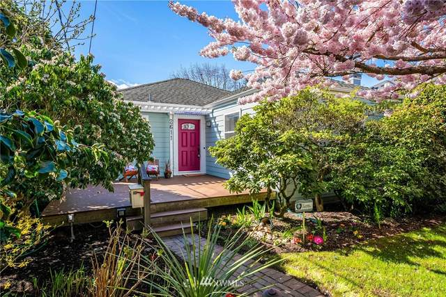 2611 30th Avenue W, Seattle, WA 98199 (#1742768) :: The Original Penny Team