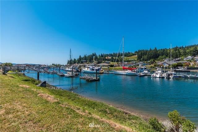 2241 Mariner Beach Drive, Oak Harbor, WA 98277 (#1744254) :: Urban Seattle Broker