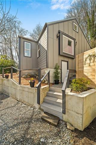 6739 25th Avenue SW, Seattle, WA 98106 (MLS #1744697) :: Brantley Christianson Real Estate