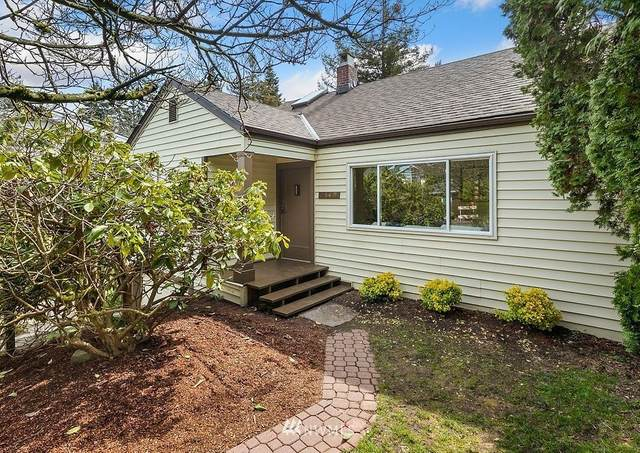 2549 NE 107th Street, Seattle, WA 98125 (#1750966) :: Ben Kinney Real Estate Team