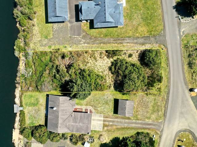 330 N Butter Clam Street SW, Ocean Shores, WA 98569 (#1754325) :: Ben Kinney Real Estate Team