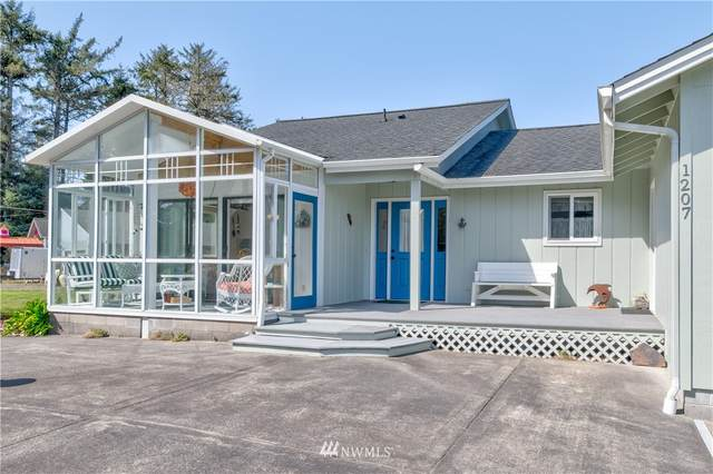 1207 314th Place, Ocean Park, WA 98640 (#1755275) :: Northern Key Team