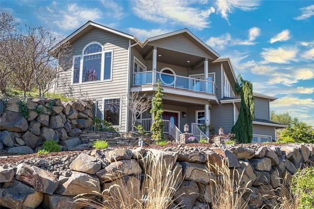 302 Canyon Place, Wenatchee, WA 98801 (#1761152) :: Costello Team