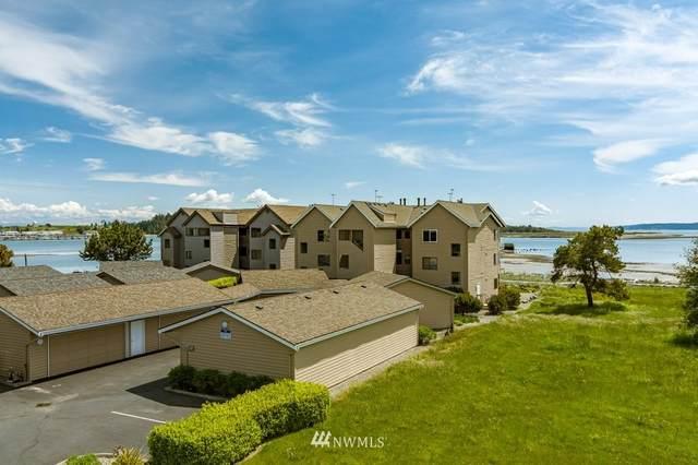 747 SE Bayshore Drive #302, Oak Harbor, WA 98277 (MLS #1773417) :: Community Real Estate Group