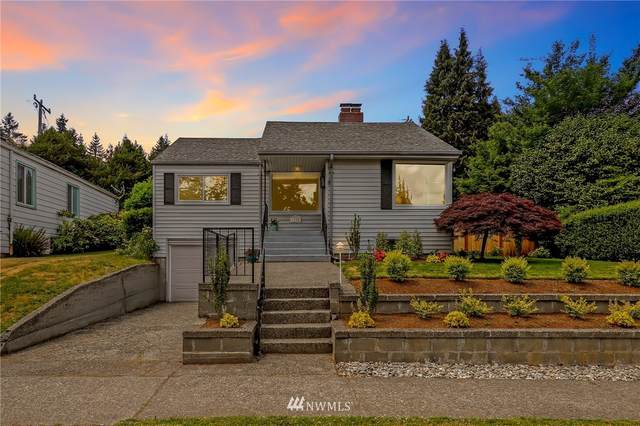 8235 36th Avenue NE, Seattle, WA 98115 (#1787374) :: Canterwood Real Estate Team