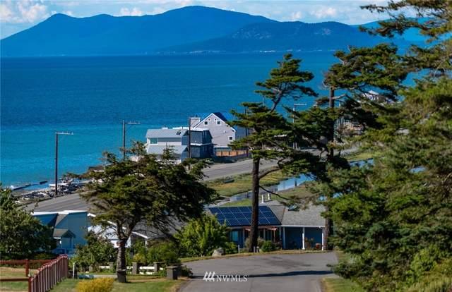 2332 Happy Lane, Oak Harbor, WA 98277 (#1788701) :: Keller Williams Western Realty