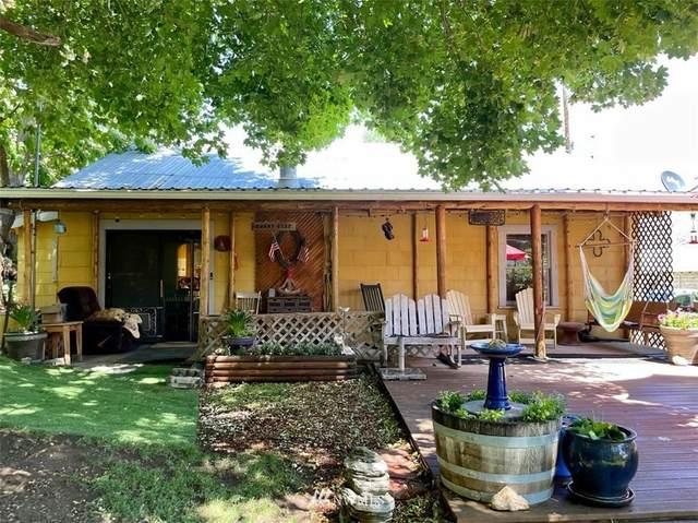 470 2nd Street, Chelan Falls, WA 98817 (#1790858) :: Home Realty, Inc