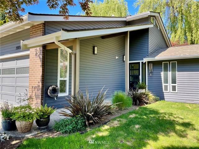 19016 34th Avenue NE, Lake Forest Park, WA 98155 (#1791554) :: Pickett Street Properties