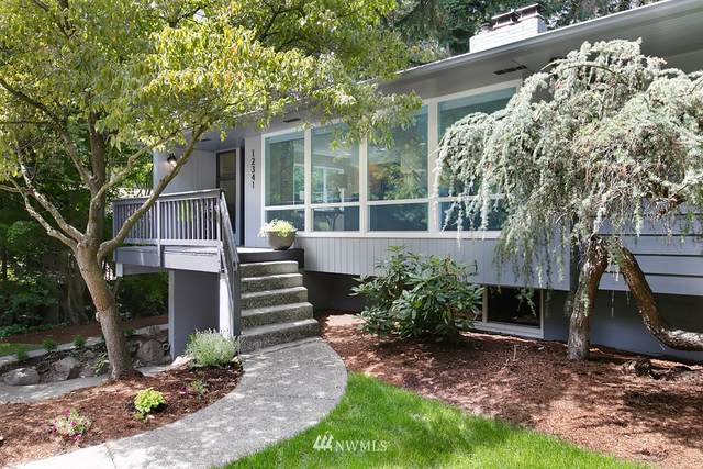 12341 25th Avenue NE, Seattle, WA 98125 (#1812967) :: Ben Kinney Real Estate Team